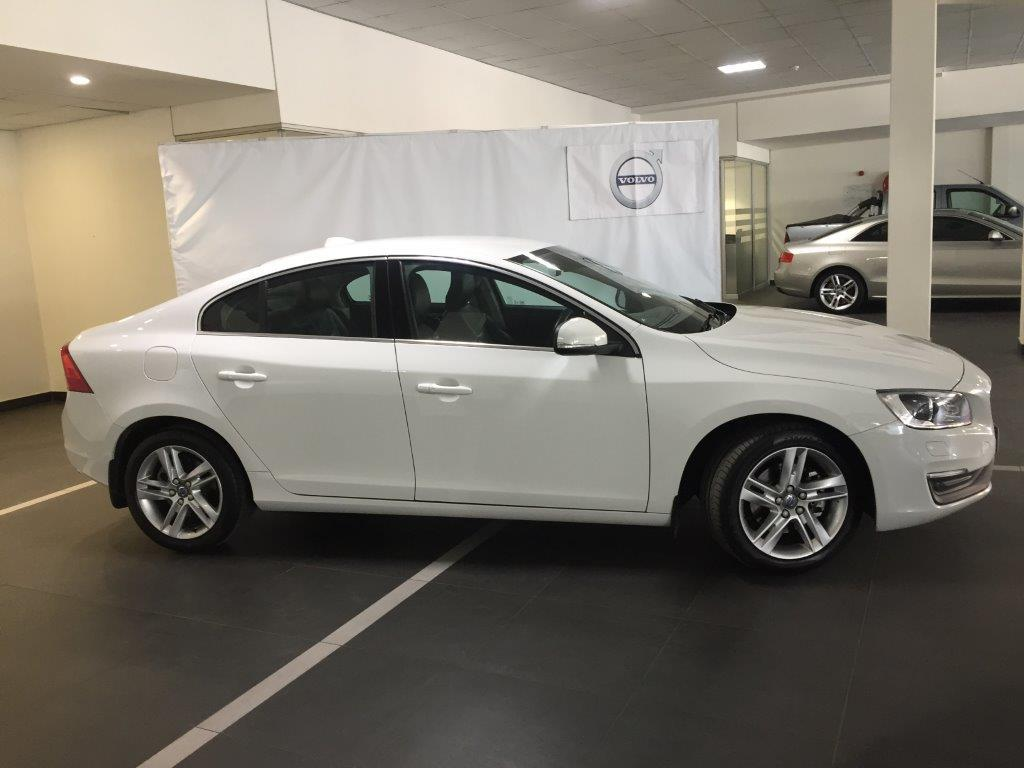 2015 VOLVO S60 D4 MOMENTUM GEARTRONIC