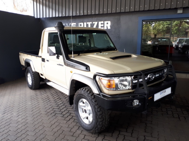 TOYOTA LAND CRUISER 70 4.5 2016