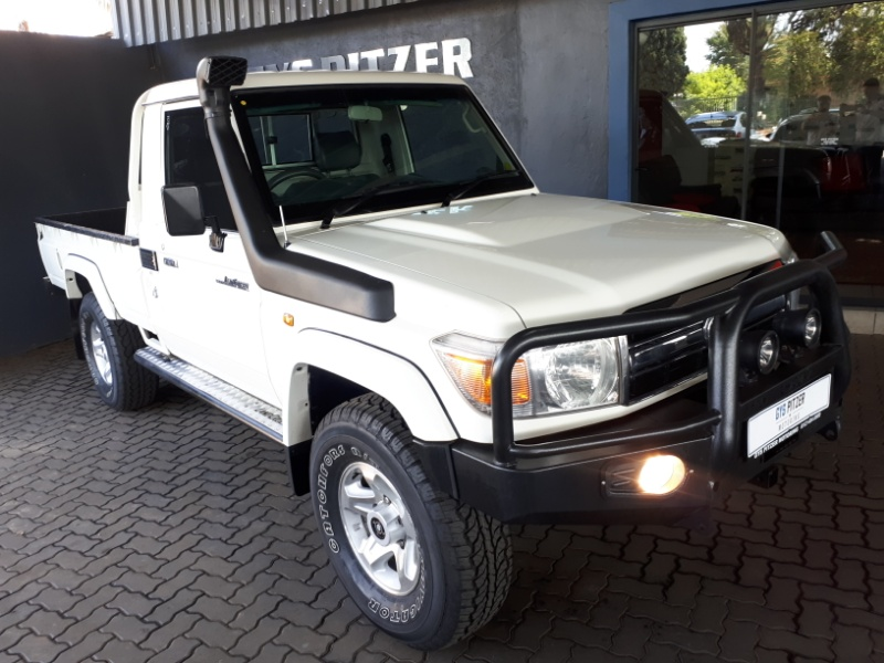 Toyota Land Cruiser 79 4.0 2013