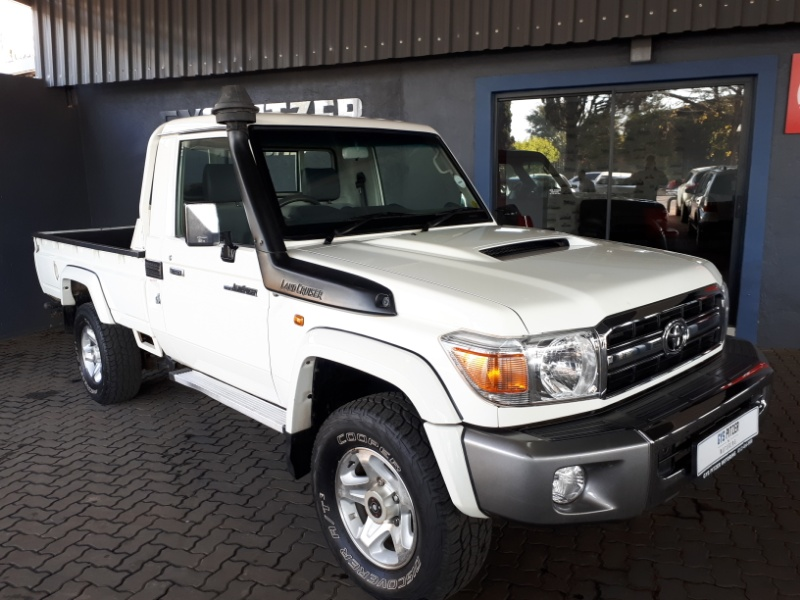 TOYOTA LAND CRUISER 70 4.5 2015